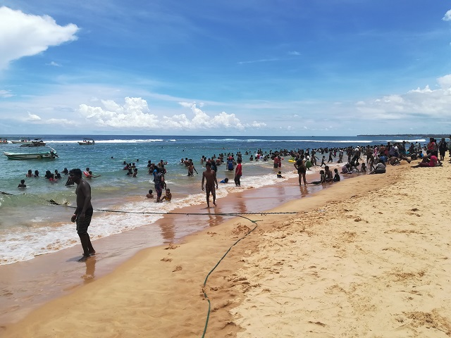 Hikkaduwa plaja localnici 2